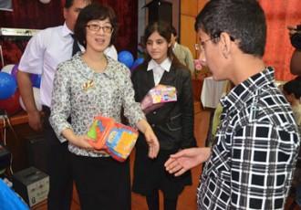 """驻塔吉克斯坦使馆组织""""六·一""""慰问盲童活动"""